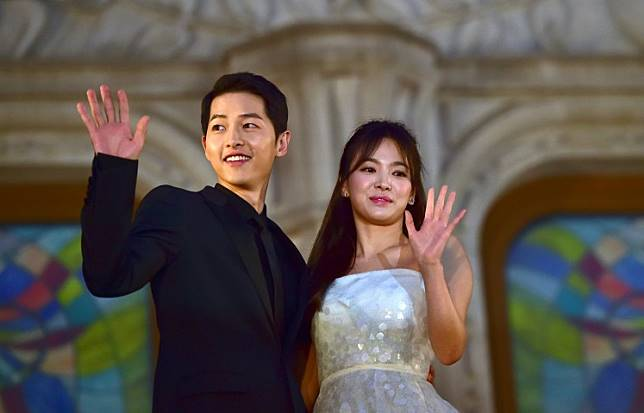 South Korean actor Song Song Joong-Ki (L) and actress Song Hye-Kyo pose for a photo call on the red carpet of the 52nd annual BaekSang Art Awards in Seoul on June 3, 2016.