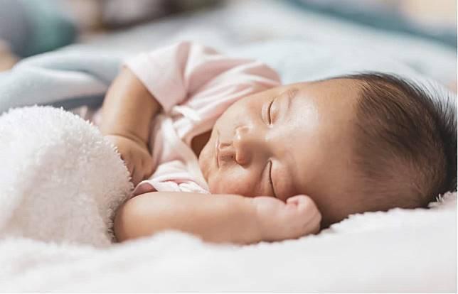 寶寶進行睡眠訓練~爸媽終於一夜好眠