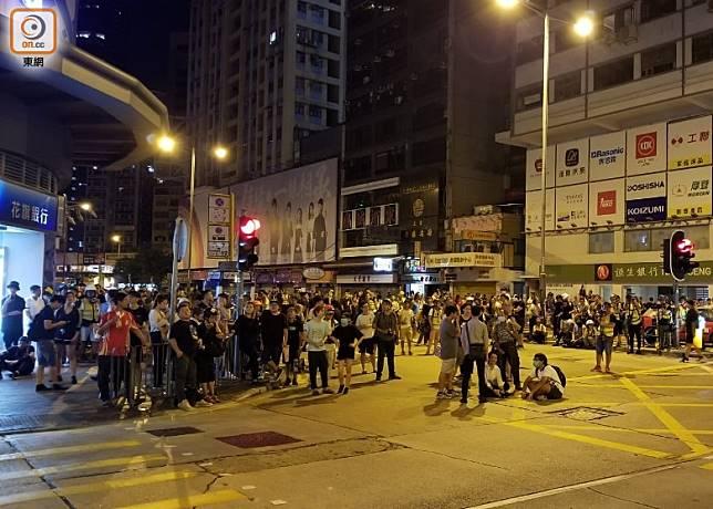 大批示威人士在彌敦道附近聚集。(梁國雄攝)