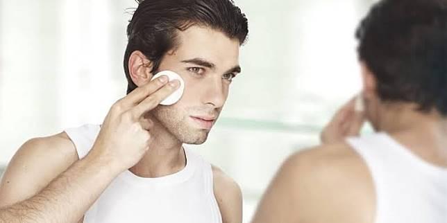 5 Rekomendasi Toner Khusus Pria untuk hasil kulit yang lebih lembap