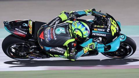 Valentino Rossi terpuruk jelang MotoGP Spanyol 2021. (AFP/KARIM JAAFAR)