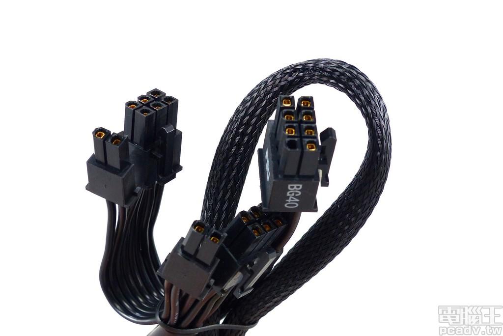 1 條 PCIe 線材具備 2 個 PCIe 6+2pin 插頭,採用編織網包覆線身,針腳鍍金並於接近插頭處增設電容,強化瞬態反應並可減輕顯示卡電感囂叫現象