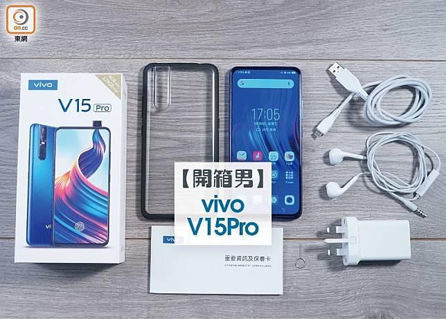 配套一覽,附有保護殼、USB連接線、三腳火牛、入耳式耳機及SIM卡針。(莫文俊攝)