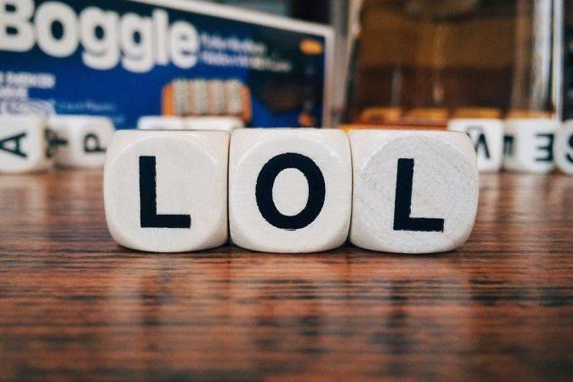 Ekspresi tertawa di dunia online. (Foto: Pixabay)