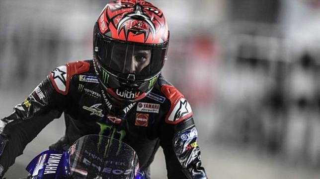 Pebalap tim Monster Energy Yamaha, Fabio Quartararo melakukan selebrasi setelah menjuarai Grand Prix Doha, Sirkuit Losail, Qatar. (HO via Yamaha Motor Racing Srl)