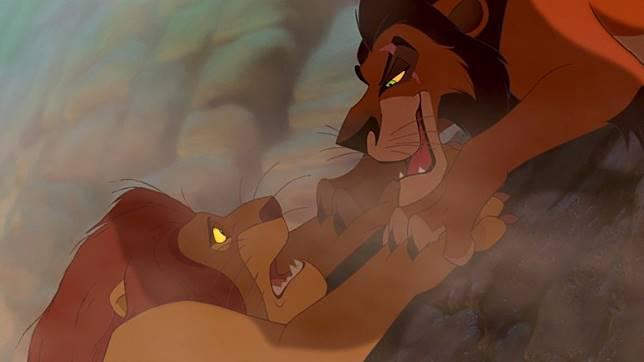 在早期劇本中,木法沙與刀疤根本不是兄弟,而是兩隻完全沒有血緣關係的獅子。(互聯網)