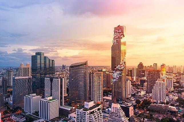 外形獨特的King Power Mahanakhon正正聳立於BTS Chong Nonsi站旁邊,是曼谷最矚目的新地標之一。(單身旅子攝)