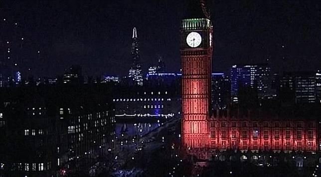 Big Ben berwarna merah untuk menghormati korban serangan teror Inggris di London. (Daily Mail)