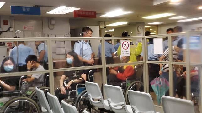 傷者被送到醫院治理。 歐陽偉光攝