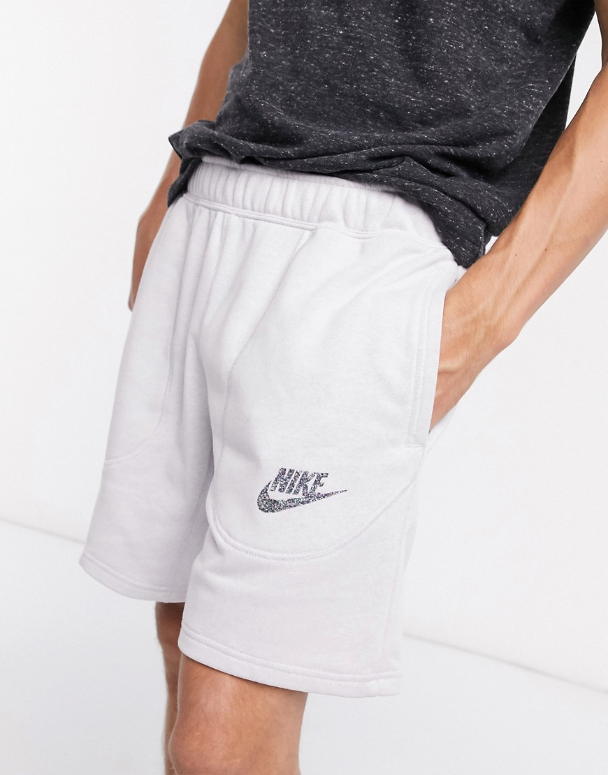 Shorts by Nike Part of our responsible edit Regular rise Elasticated waist Side pockets Printed glit