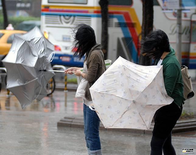 輕颱丹娜絲陸上警報雖解除 今日嚴防豪大雨勿輕心!