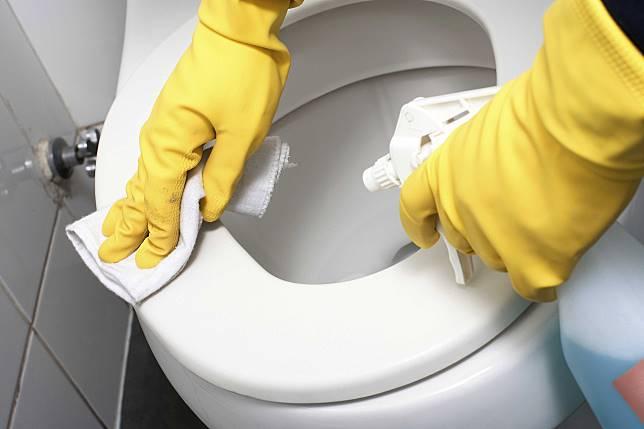 ▲想維持乾淨亮潔的馬桶,平常就要養成隨手擦拭的習慣。(圖/信義居家提供)