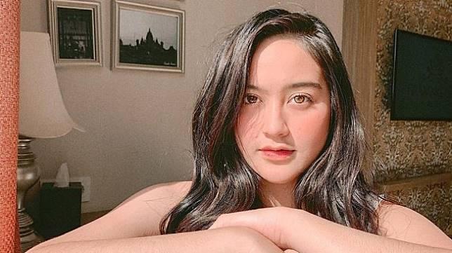 Akibat penggunaan lensa kontak, mata Salshabilla Adriani terluka (Instagram/Salshabilla Adriani)
