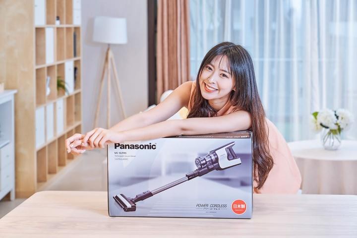 Panasonic MC-BJ990 外盒包裝十分精緻,除了全彩的產品大圖,也印有日本製圖樣,品質更有保證。
