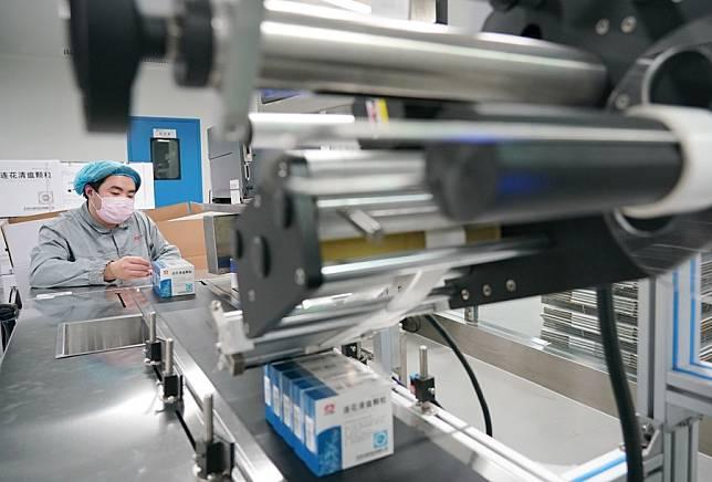 ผู้ผลิตยาจีนรักษาโควิด-19 เผยกำไรครึ่งปีแรกทะลุ 50%