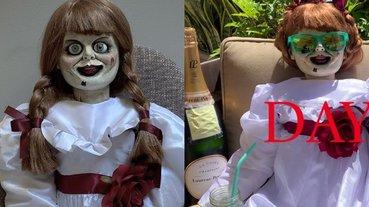 鬼都要被悶壞了!《安娜貝爾隔離中》搞笑紀錄片曝光,世界最邪惡娃娃好孤單!