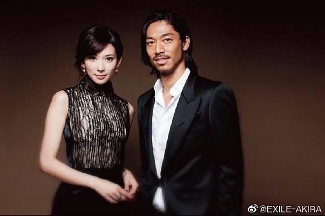 ▲AKIRA、林志玲宣布結婚。(圖/AKIRA微博)