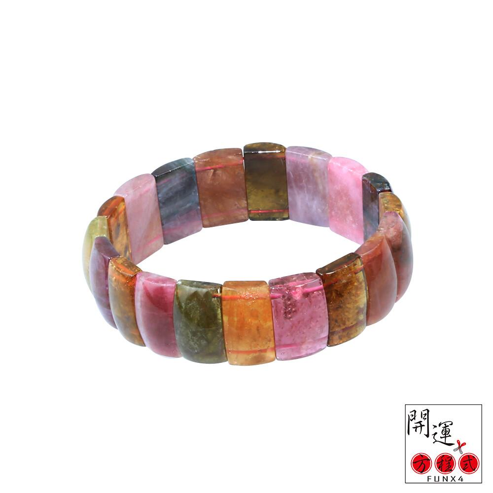 碧璽又稱為電氣石是一種寶石級別的水晶它顏色多樣據說可 多達15種之多以無色玫瑰紅色粉紅色紅色藍色綠色 黃色褐色和黑色為主其中更以通透光澤的蔚藍色鮮玫瑰紅色 粉紅色加綠色的復色為碧璽中的上品碧璽由于顏色