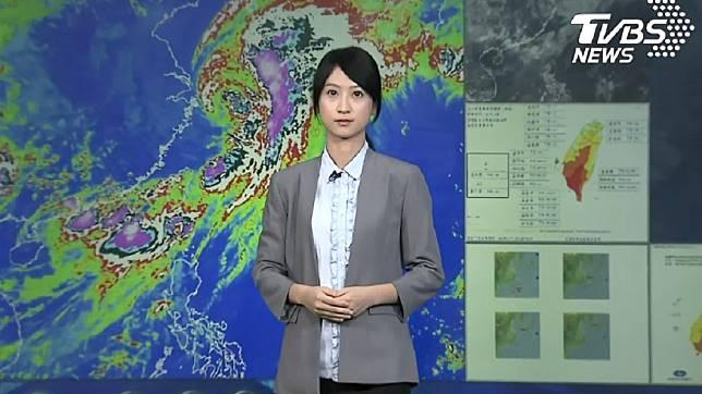 昨(19日)氣象局的記者會上,預報員謝佩芸意外成為網友討論焦點。圖/TVBS