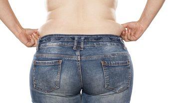 「一穿緊身褲腰間肉立刻狂炸?」專業健身教練:每天只要15分鐘狠甩「腰間贅肉」,腰圍立刻小3吋!