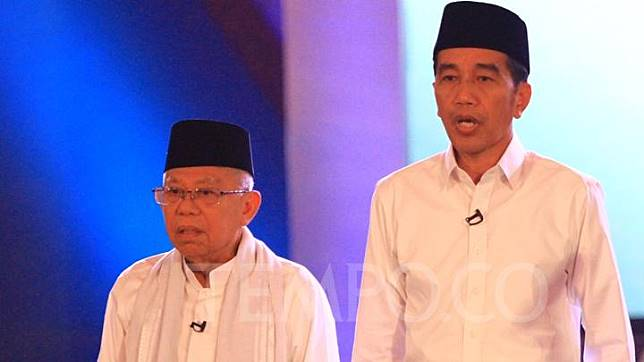 Presidential candidate Joko Widodo (right) and his running-mate Ma'ruf Amin at the first round of presidential debate in Jakarta, Thursday, January 17, 2019. TEMPO/Subekti.