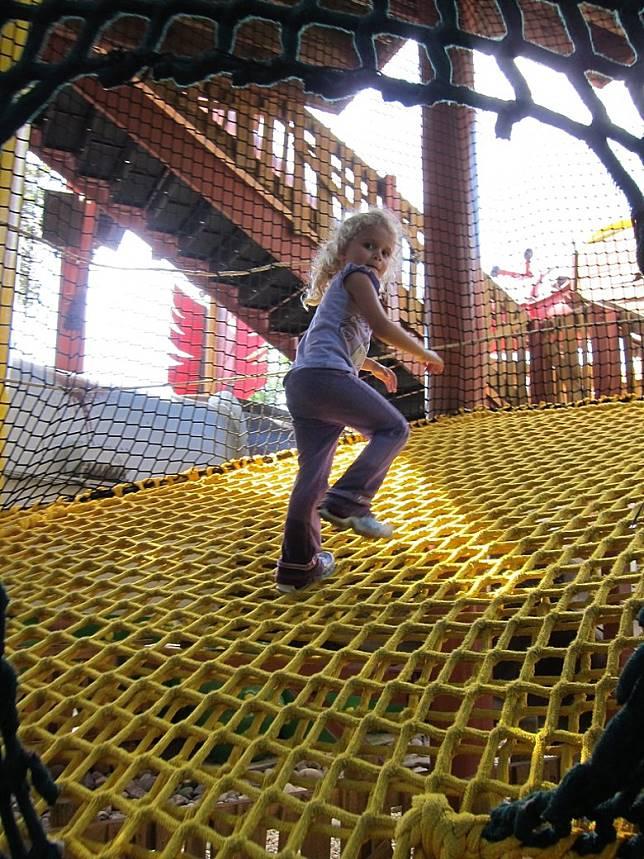 這裏還有個30英尺的大繩網,小孩子必定玩得好開心!(互聯網)