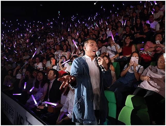 吳浩康與祖兒合唱