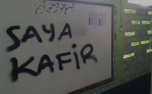 Coretan di papan tulis Musala Darussalam Tangerang, Banten. (Foto: ist)