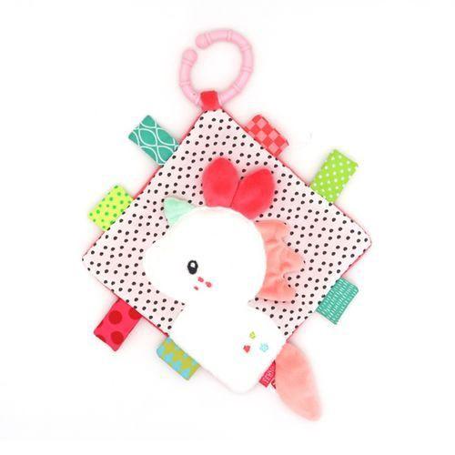 櫻花甜心的最受歡迎角色-獨角獸,也化身方形安撫巾還跟小寶貝見面囉!可愛的安撫巾裡面藏了許多驚喜,不論是可愛造型還是有趣聲響,都是寶寶的最愛。隨附的拉環,可自由與嬰兒車及嬰兒床結合。不同布面材質拼接及探