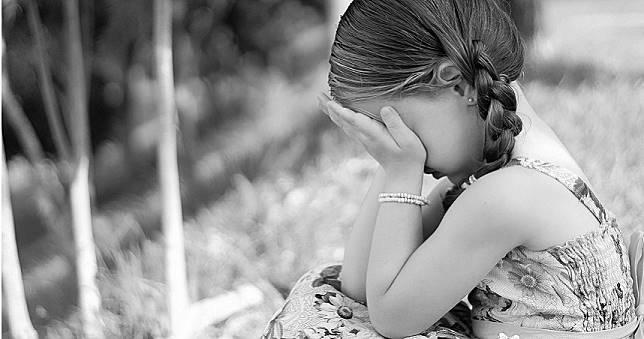 10歲女童腹痛就醫曝「懷孕8個月」 生父竟是15歲親哥