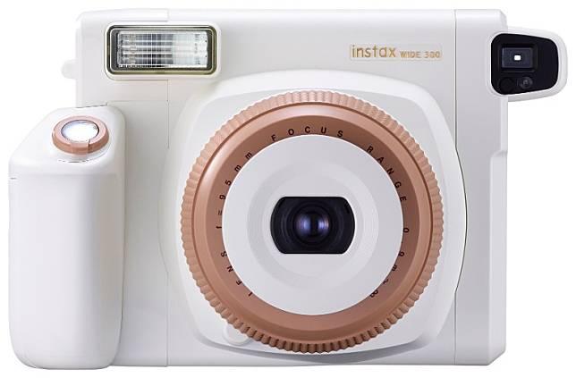 機身以白色為機身主調,鏡頭環及快門按鈕周圍以淺啡色作點綴。(互聯網)