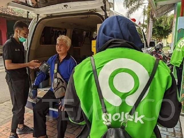 Para driver Gojek di DIY mendapatkan sejumlah perlengkapan dan layanan pemeriksaan hadapi virus Corona. 20 Maret 2020. Tempo/Pribadi Wicaksono