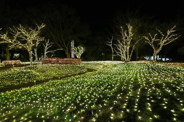 在江之島廣場上也有發光的綠色「草原」。(互聯網)