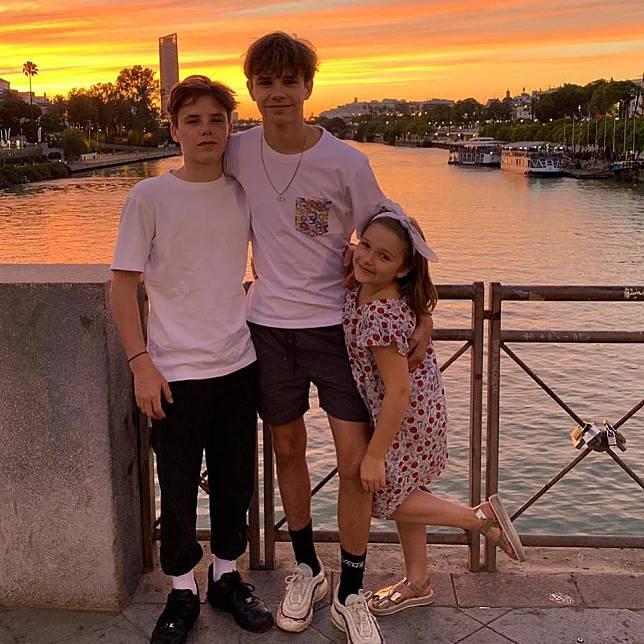 碧咸一家日前再次趁住父親節,舉家去到西班牙塞維利亞度假慶祝。