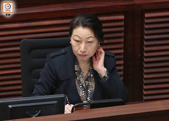 有學者認為鄭若驊上任以來醜聞多多,今次上京可能被勸退。