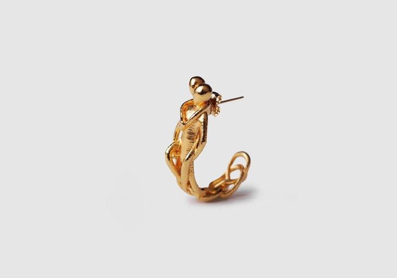3D打印物料幾乎是沒什麼重量的, 重量全是來自電鍍上的銅, 銀 和24K金。 http://www.imageurlhost.com/images/ket1j10x03afphy139.jpg 倒模後