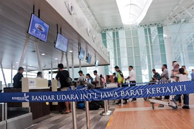 Sejak  pemindahan penerbangan dari Bandara Husein Sastranegara  Bandung (BDO) per 1 Juli 2019 ini, Bandara Internasional Kertajati (KJT) mulai terlihat sibuk.
