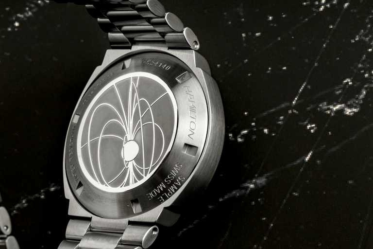 HAMILTON「PSR」腕錶錶背,以中子星為底蓋設計概念。(圖╱HAMILTON提供)
