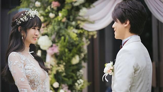 鄧福如與HowHow於去年結婚,婚後感情甜蜜依舊。(圖/翻攝自HowHow臉書)