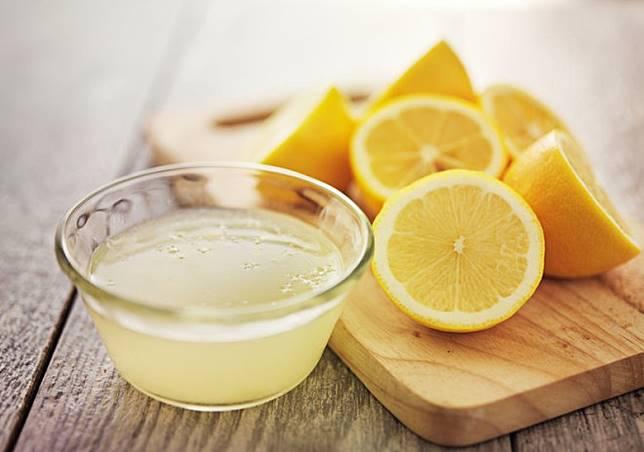 酸味如檸檬汁、醋等有助減鹹。(互聯網)