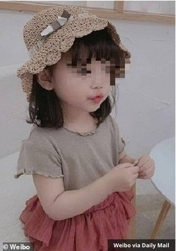 Niu Niu (3), model cilik viral yang disiksa ibunya di depan umum.