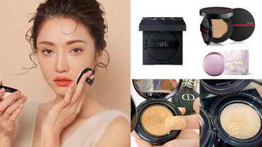 秋冬換季底妝這樣選!7款油肌也能用的「保濕氣墊粉餅」推薦,Dior、YSL、植村秀、蘭芝...