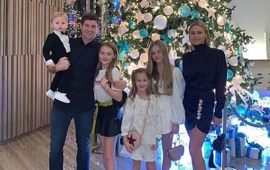 Jarang Diterpa Isu Miring, Gerrard Miliki Keluarga Harmonis