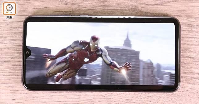 試播《AVENGERS 4: Endgame》YouTube試片,小米9 SE色彩表現、亮度、可視角都唔錯。(蔡浩文攝)