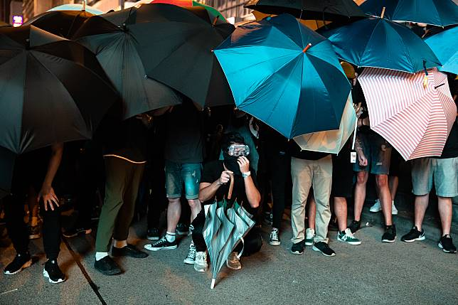 Demonstrators hold umbrellas during a protest in Hong Kong. Photographer: Kyle Lam/Bloomberg