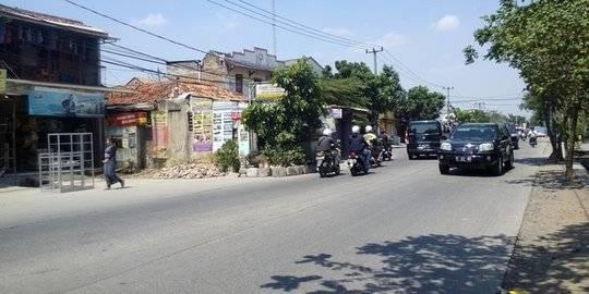 Rumah viral di tengah jalan Tangerang. ©2020 Merdeka.com