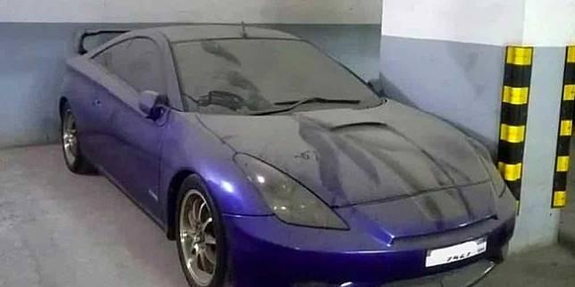 Mobil keren terbengkalai (Cartoq)