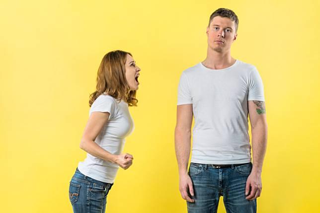 15 Sikap Buruk Istri yang Menghancurkan Pernikahan