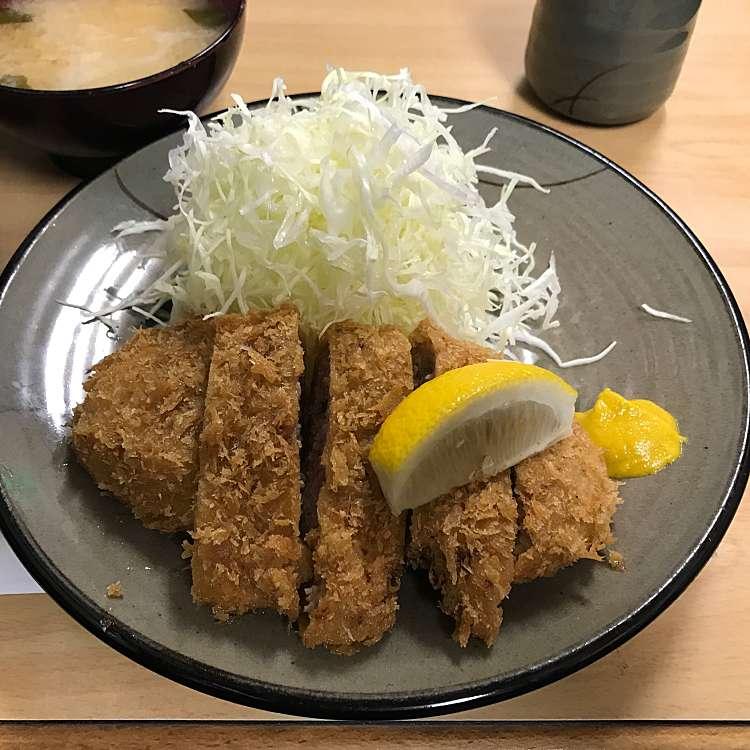 新宿区周辺で多くのユーザーに人気が高いとんかつかつ銀のメンチカツ定食の写真