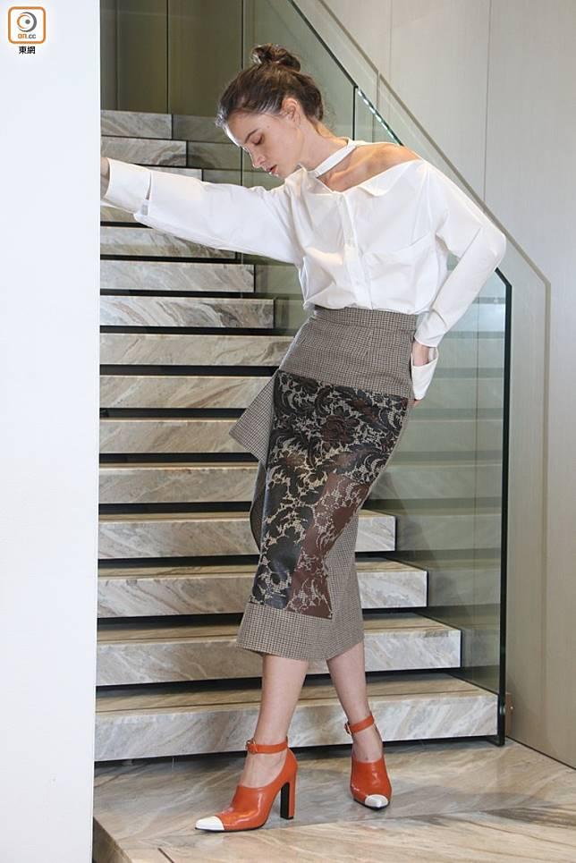 Ports 1961白色露肩上衣、啡色巴洛克圖案千鳥格半截裙、啡 x 白色Ankle Strap尖頭鞋(張錦昌攝)